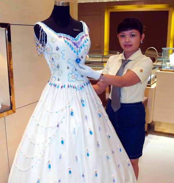 Teuerstes kleid der welt  Top 10 teuersten Brautkleider: Diamanten, Seide Und Platinum | Ihr ...
