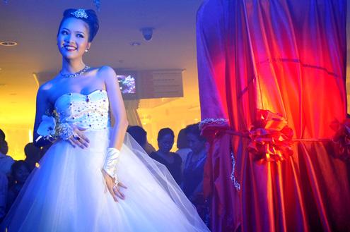 'Bach Ngoc Xiem Y' Hochzeitsmode