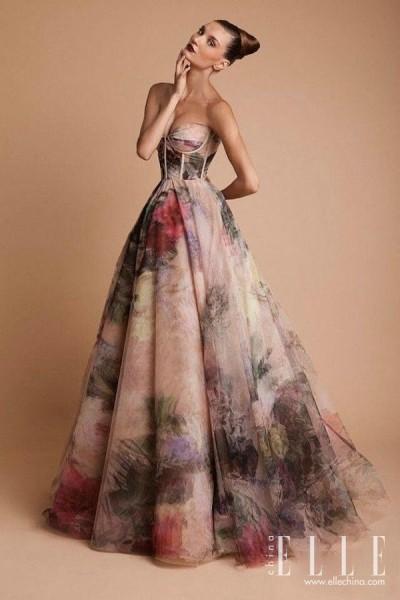 Brautkleider mit Blumem gedruckt