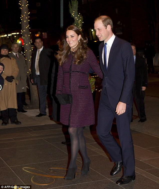 Kate in Lila Mantel