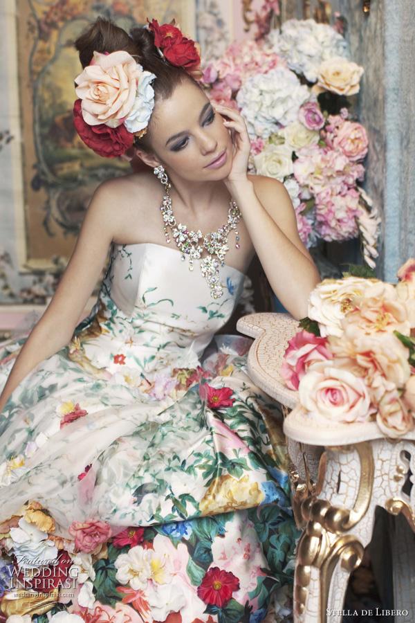 Brautkleider mit Blumen verziertes