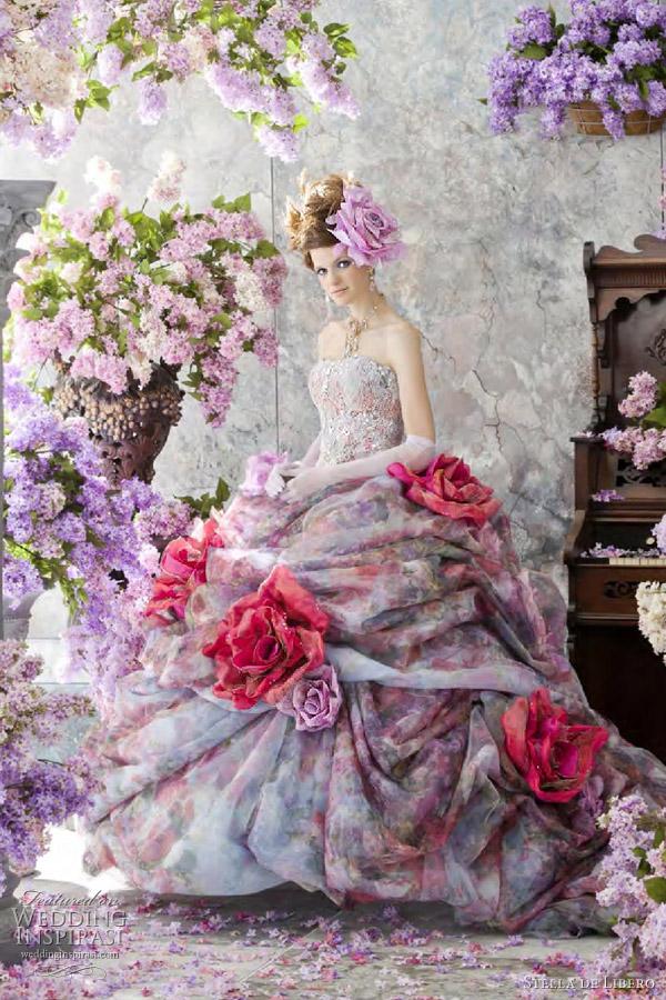 Schöne Brautkleider mit Blumen gedruckt