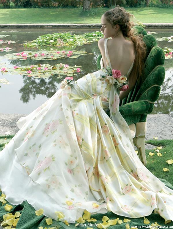 Langes schönes Brautkleider mit Blumen gedruckt