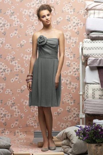 Schönes kurzes A Linie Blume verziertes Brautjungfernkleid