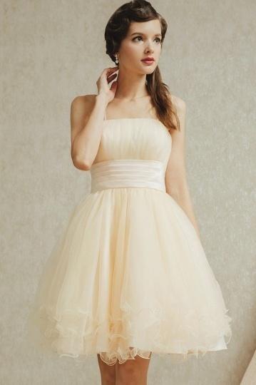 Schlichtes kurzes beige Brautjungfernkleid