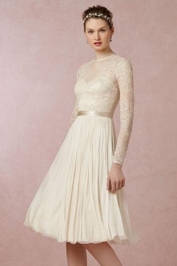 Schönes klielanges Brautkleid mit Ärmel