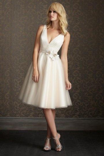 Elegantes Ivory Knielanges V Ausschnitt Brautkleider
