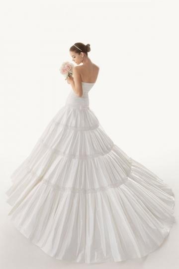 Schönes Ivory Trägerloses Brautkleider