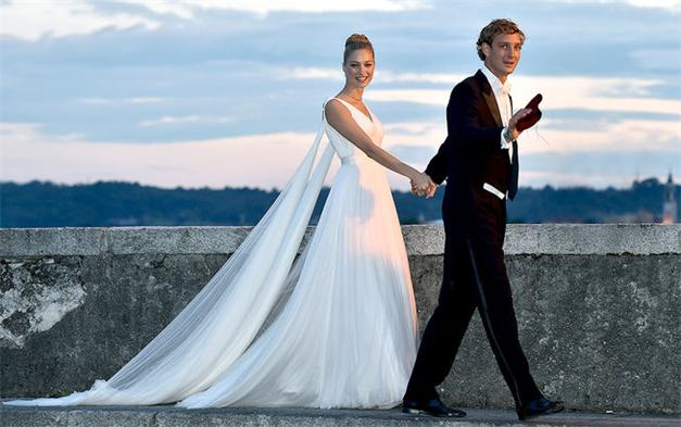 Beatrice-Borromeo-heiratete-Pierre-Casiraghi-in-Armani-Priv--inlineImageCentered-3b6af160-387773