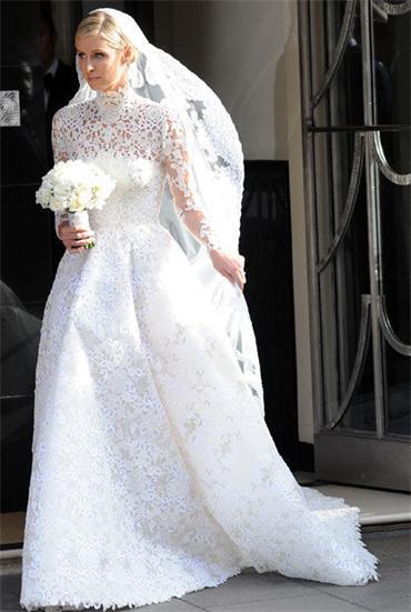 Nicky-Hilton-in-einer-Robe-von-Valentino-Ihrem-Ehemann-James-Rothschild-wird-das-Hochzeitskleid-gefallen-haben-inlineImageCentered-595b4f72-386370