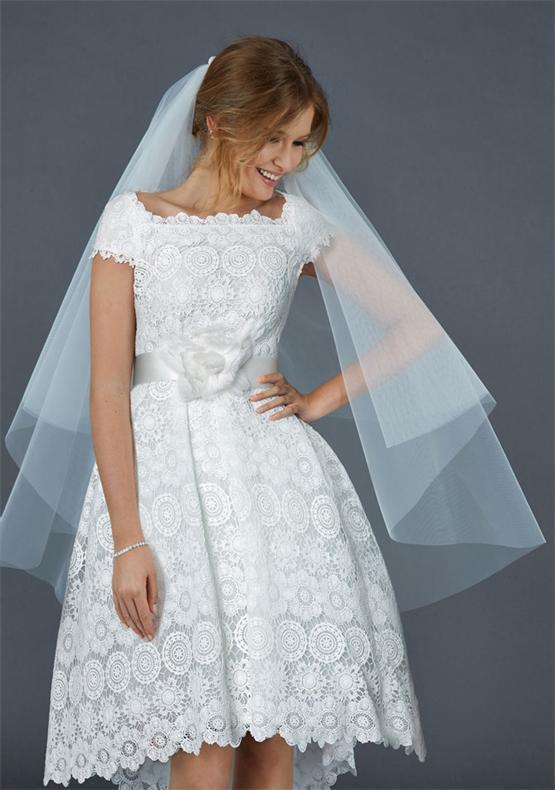Knielanges Hochzeitskleid