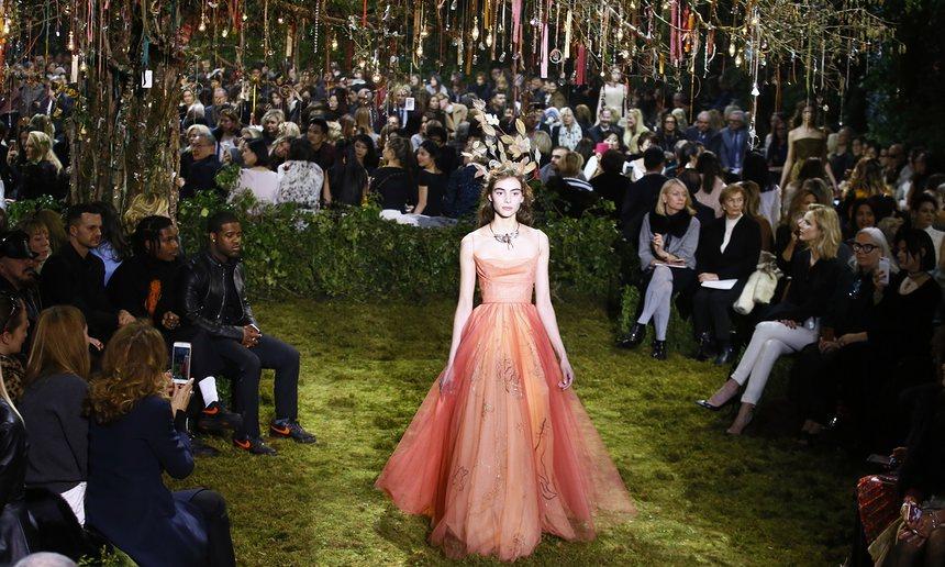 Dior-Elegante Abendkleider Lang Trägerlos